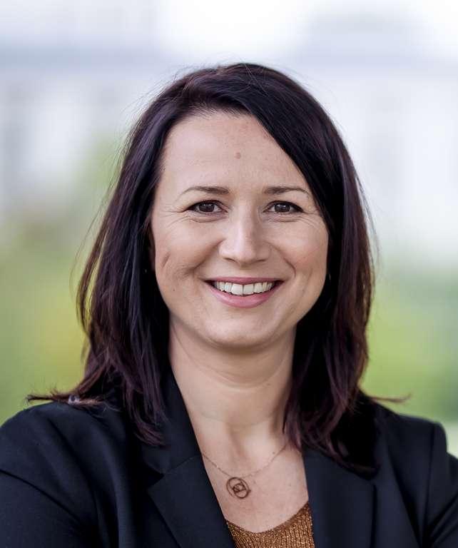 Portraitfoto von Ministerin Anja Siegesmund.