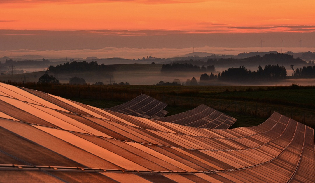 Solarpanele in der Abendsonne